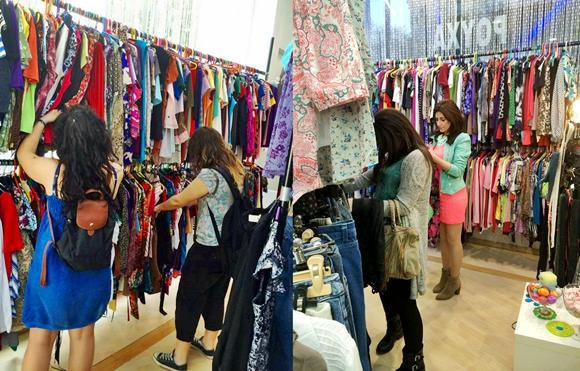 8eb5a2884745 Ρούχα με το κιλό στην Θεσσαλονίκη | Parallaxi Magazine