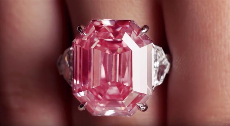 Ένα εξαιρετικό ροζ διαμάντι βάρους 18 d572840f4cc
