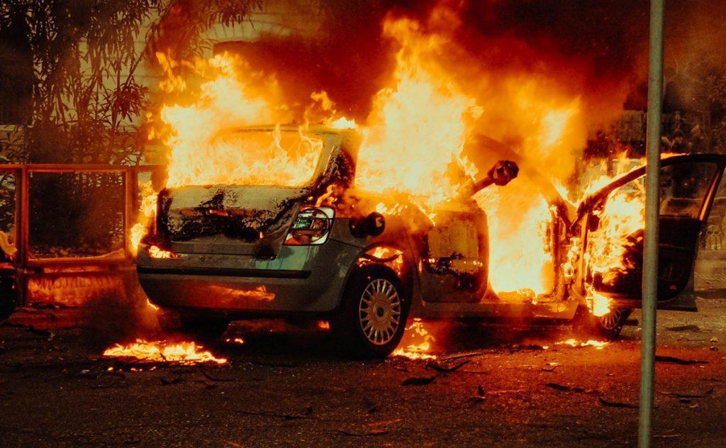 Εύβοια - Νέα Αρτάκη:Παρανάλωμα του πυρός αυτοκίνητο εν κινήσει