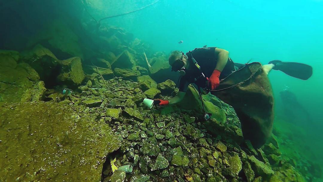 Η Dive In Action καθάρισε τον βυθό της Σαντορίνης - Parallaxi Magazine