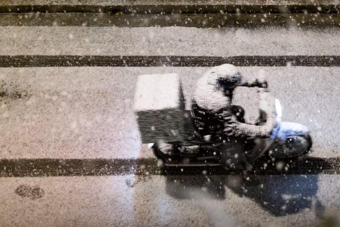 Κακοκαιρία #Μήδεια: Στο έλεος του χιονιού οι ντελιβεράδες (φωτό+βίντεο) -  Parallaxi Magazine