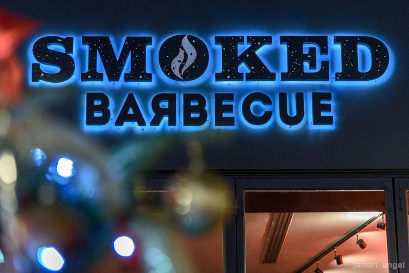 το μαγαζί με τα καπνιστά