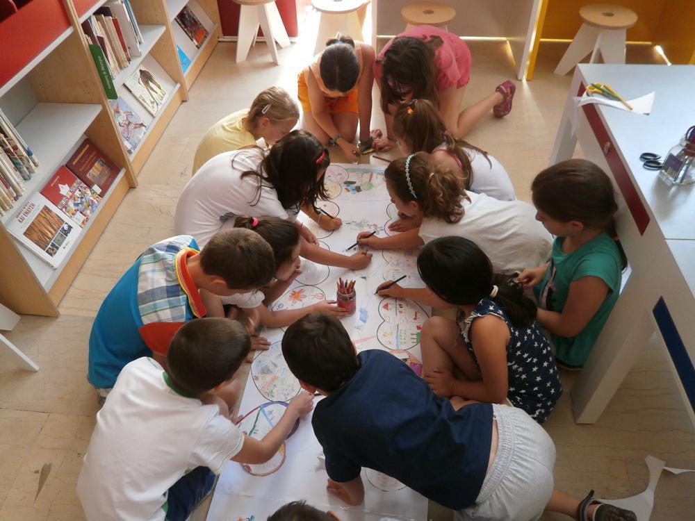 e9ad2430f91 Ο Δήμος Θεσσαλονίκης ετοιμάζει κάθε καλοκαίρι στις Περιφερειακές  Βιβλιοθήκες του ένα πλούσιο πρόγραμμα εκδηλώσεων για παιδιά. Φέτος μάλιστα  οι βιβλιοθήκες ...