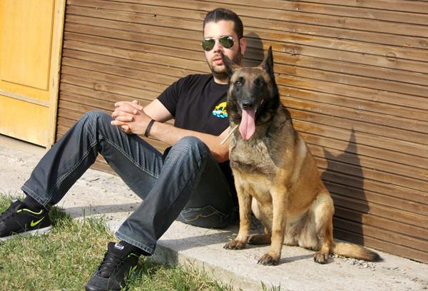912c146187f5 Ένας εκπαιδευτής σκύλων στη Θεσσαλονίκη