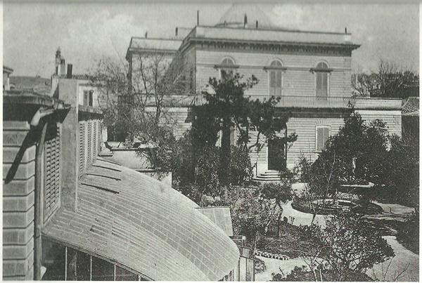 Η αρχιτεκτονική ιστορία του Φραγκομαχαλά - Parallaxi Magazine