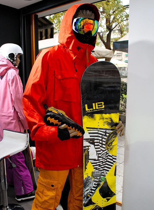 Το Three Sixty (360) κλείνει ήδη έναν χρόνο στην Ναβαρίνου σαν ένα μοναδικό  outlet που θα ικανοποιήσει τα γούστα κάθε extreme sports lover. 8f3d6f6b1ca